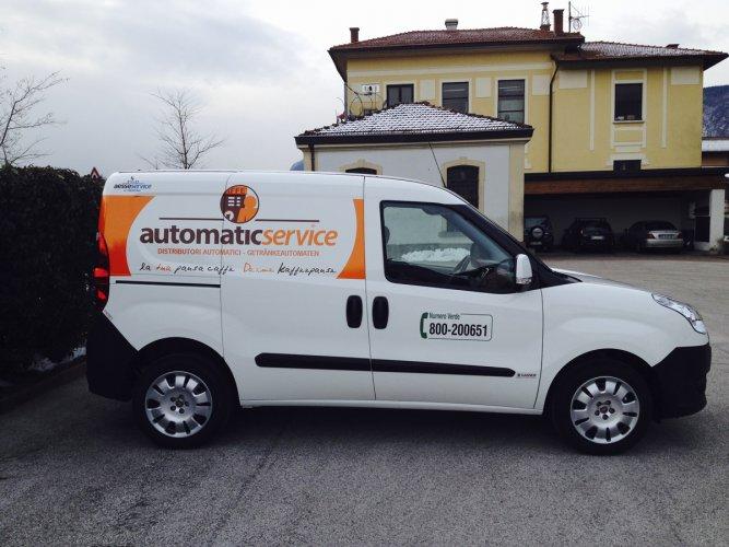 adesivi auto per personalizzazione furgoni aziendali